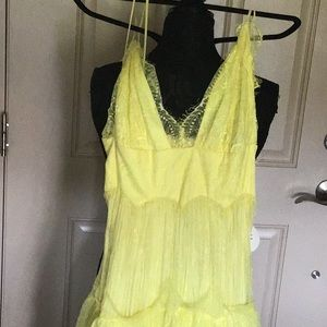 Beautiful yellow dress a real eyecatcher